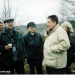 Николай Резанов и Константин Беляев на могиле Аркадия Северного