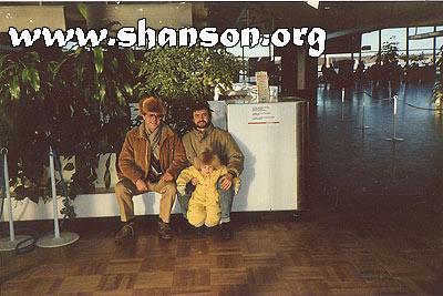 Рудольф Фукс и Евгений Гузеев в аэропрту Хельсинки, 1986 год