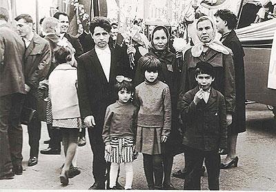 Володя Петров с семьей