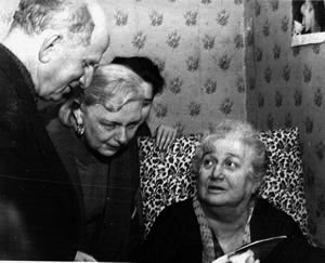 На даче в Комарово. 1963 год. А.А Ахматова и Г.М. Рахлин. Фото Б.Щварцмана. (Публикуется впервые).