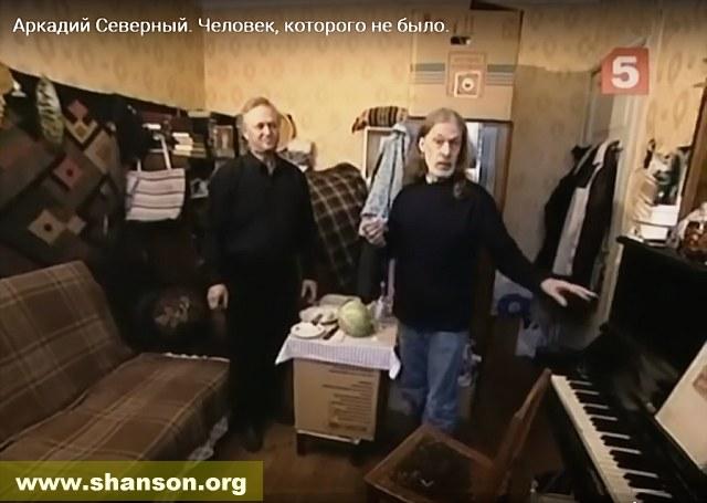 Комната В. Васильева и пианино (совр. фото, скриншот из фильма)