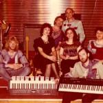 Група 2 этаж - моя последняя работа в Союзе. Витя Белый, Лена Окс, Сеня Зак барабанщик. Витя Окс, Света Юнг (дочь Риты Юнг). Масик, и Чижик(гитарист) имя не помню.