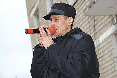 Владимир Волжский поет в зоне